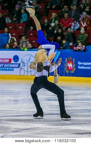 performance of young skaters, girls and boys pair skating