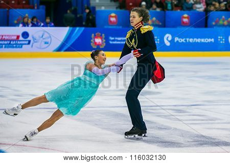 performance of young skaters athletes pair skating element Back inside death spiral