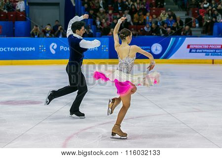 performance of young skaters athletes in pairs short program