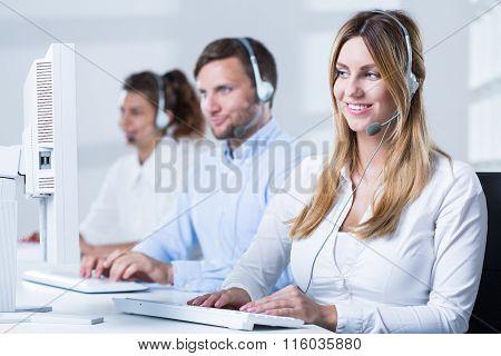 Call Center Consulatnt During Work