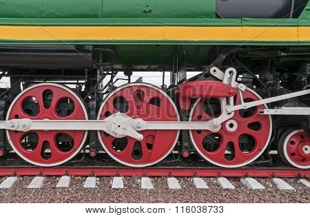 Wheels and transmission gear of steam locomotive