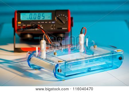 Loading DNA Samples onto an Agarose Gel for Electrophoresis