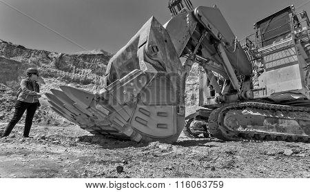 Big excavator at Open pit Mono
