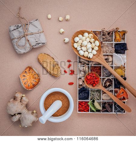 Alternative Health Care Dried Various Chinese Herbs In Wooden Box , Dried Quince ,ginger And Lotus S