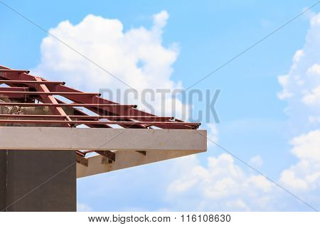 Roof Steel Install For New House