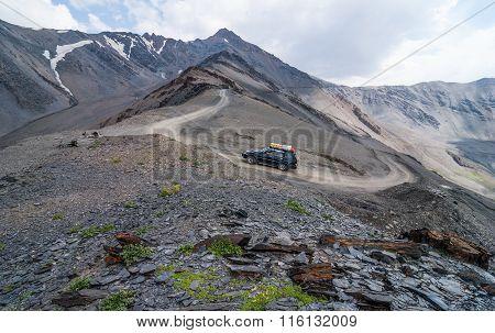 Road To Mountain Pass