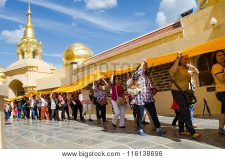 Phra Sri Wiang Chai Lamphun, Thailand January 2, 2016: Pilgrims Who Do Not Know The Name, Nationalit