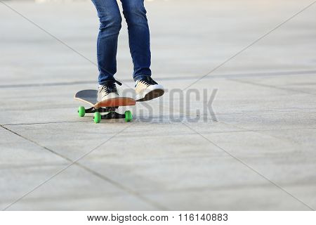 closuep of one skateboarder legs skateboarding on city