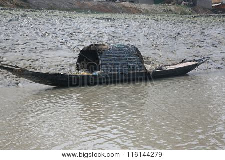SUNDARBANS, INDIA - JANUARY 19: Traditional fishing boat in the delta of the Ganges River in Sundarbans Jungle National Park in India, on January 19, 2009 in Sundarbans, India.