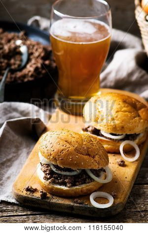 Sandwich With Ground  Beef And Onion