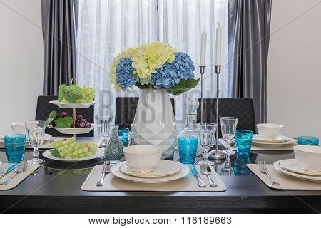 Modern Dinning Room With Table Set
