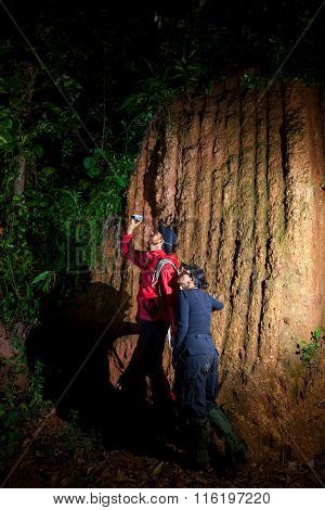 Traveller Couple Search And Explore Through Tropical Rain Forest - Fieldwork
