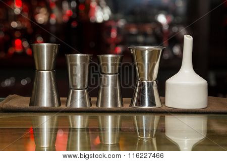 Measuring Cup, Bar
