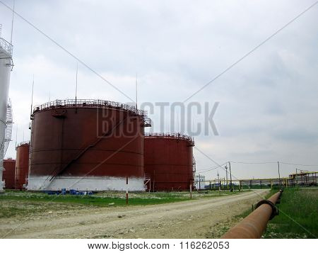 Tank the vertical steel. Capacities for storage of oil  products