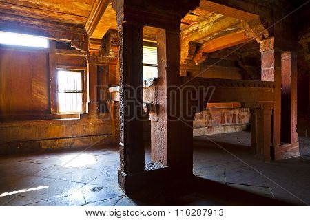 Kings Bed Made Of Stone In Fatephur Sikri