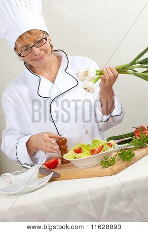 Preparar ensalada del chef