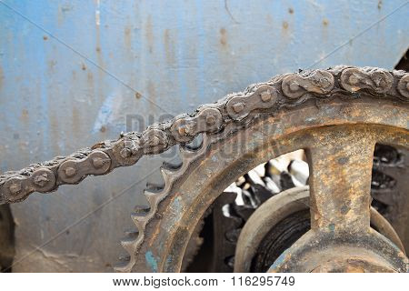 rust chain on cogwheel of pile driver