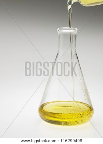 pouring oil to the flask