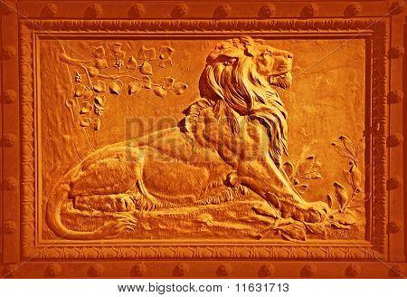 Lion bronze