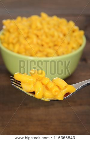macaroni and cheese on a fork
