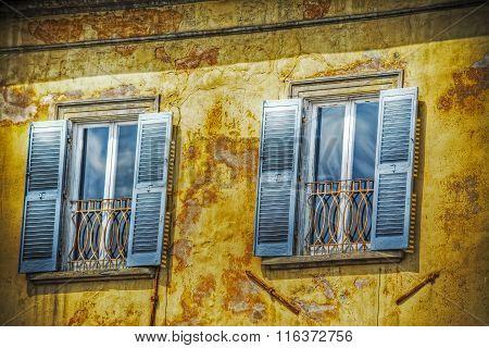 Windows In A Grunge Wall In Pisa