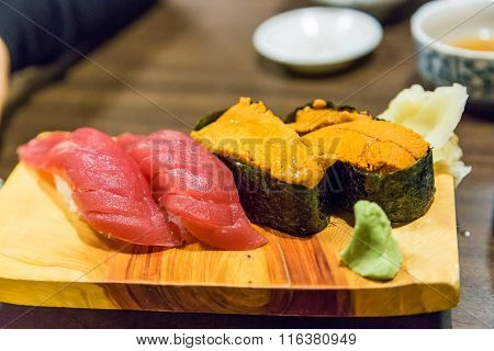 Fresh Tuna (Toro) and sea urchin sushi