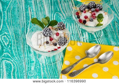 sherbet glasses with ice cream