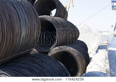 Coil Reinforcing Wire In Sea Port