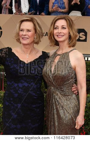 LOS ANGELES - JAN 30:  JoBeth Williams, Sharon Lawrence at the 22nd Screen Actors Guild Awards at the Shrine Auditorium on January 30, 2016 in Los Angeles, CA