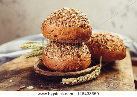 Sandwich bun with seeds