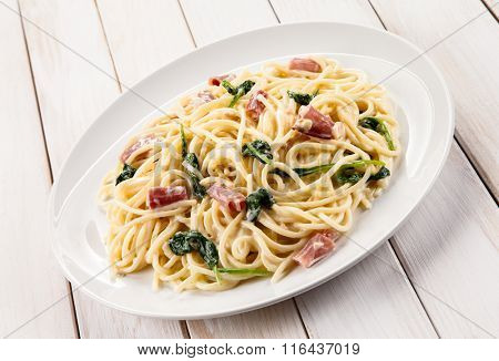 Pasta with ham and spinach