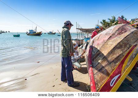 MUI Ne VIETNAM -25 Jan: unidentified Fishing man repairing a ship at Fishing villages Eastern coast of Vietnam.