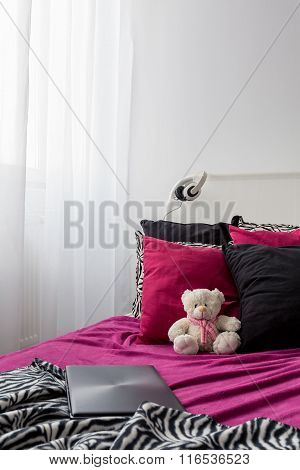 Bed In Rock Style For Girl