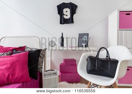 It's Extraordinary Girl Room