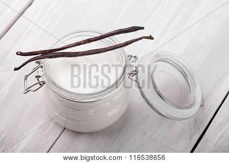 Natural vanilla, shea, cocoa and coconut body butter DIY