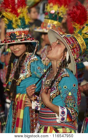 Tinku Dancer Singing