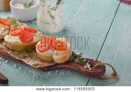 Sandwiches With Goat Cheese, Cherry Tomatoes And Dil