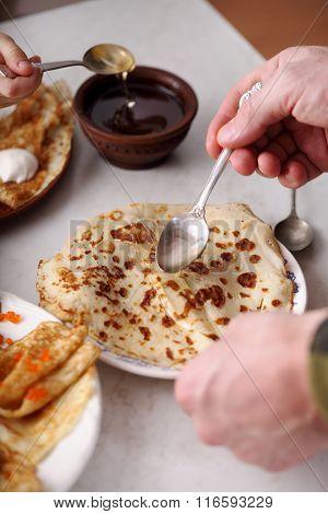 people eat pancakes