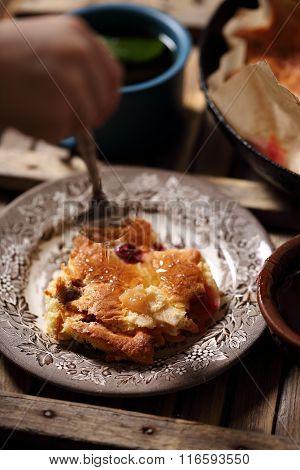 dessert with apples
