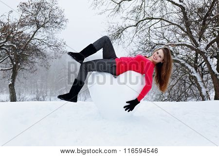woman lying on the heart of the snow