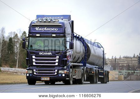 Purple Scania R500 Tank Truck For Bulk Transport