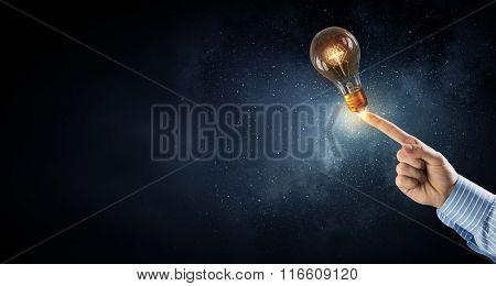 Man pointing light bulb
