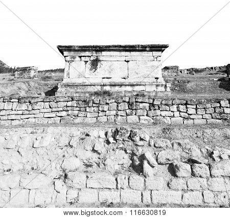 Old Construction Column    And The Roman Temple History Pamukkale     In Asia Turkey