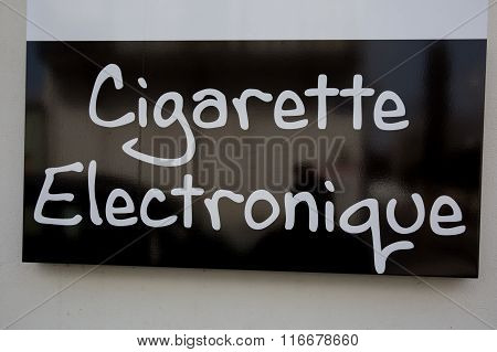 Dark Print On White Background For A Vape Shop In French Word