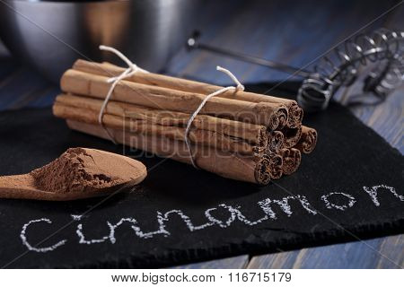 Ceylon Cinnamon in sticks and powder