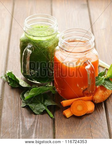 Fresh carrot juice and juice of spinach, celery (smoothies)