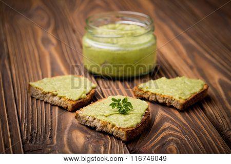 Diy homemade avocado chilli paste