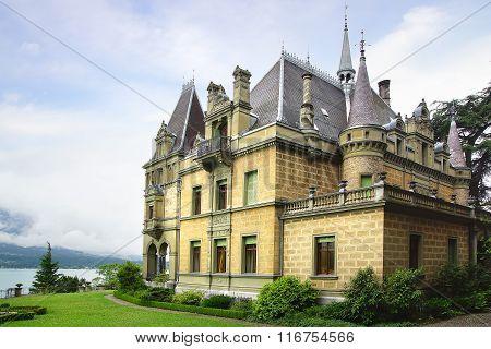 Castle Hunegg. Hilterfingen