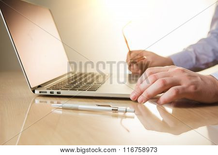 The hands on the keyboard