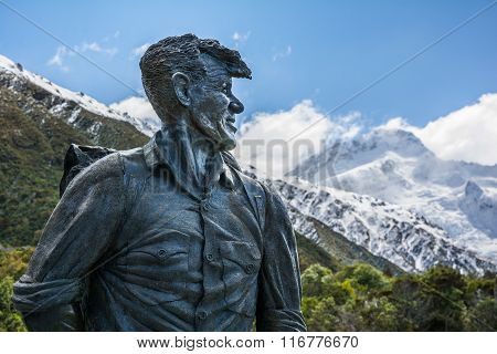 Sir Edmund Hillary Statue looking towards Mount Cook peak, New Zealand